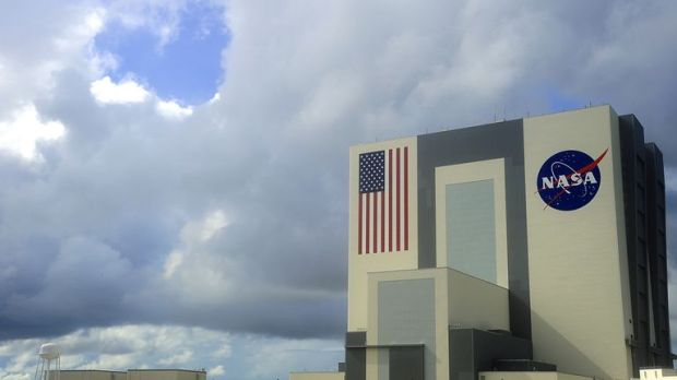 Heavy clouds begin to move over the Vehicle Assembly Building on September 11, 2009 at the Kennedy Space Center in Florida. NASA waved off two landing attempts for Friday at KSC due to inclimate weather. NASA will attempt landing later September 11 at Edwards Air Force Base in California. AFP PHOTO/Karen BLEIER (Photo by KAREN BLEIER / AFP) (Photo credit should read KAREN BLEIER/AFP/Getty Images)