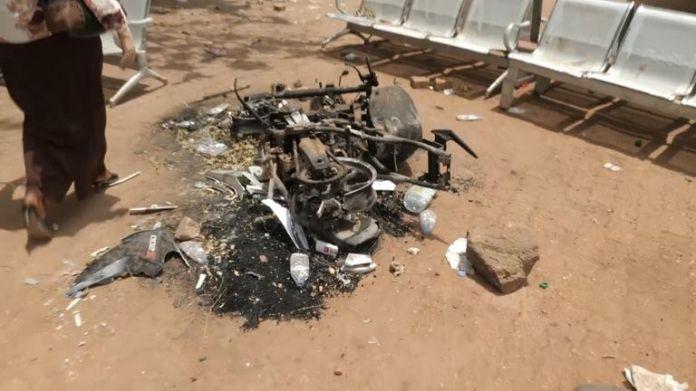 Vor dem Büro des Psychologen waren Anzeichen von Zerstörung zu sehen