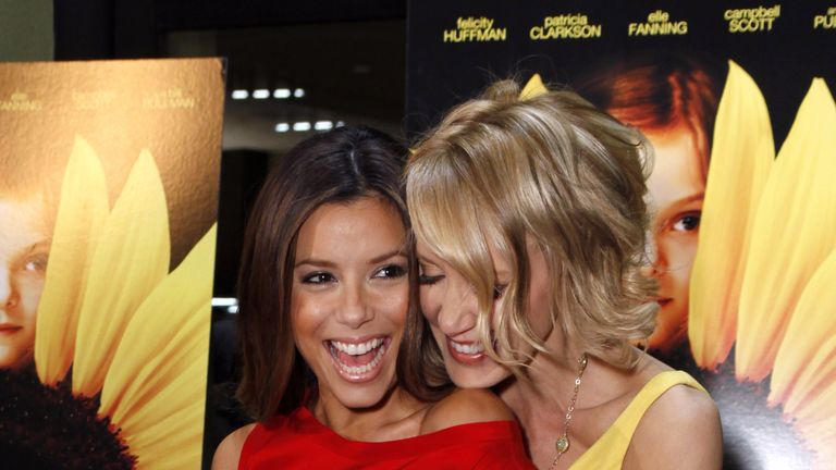 Eva Longoria (L) and Felicity Huffman starred in the US hot drama Desperate Housewives together