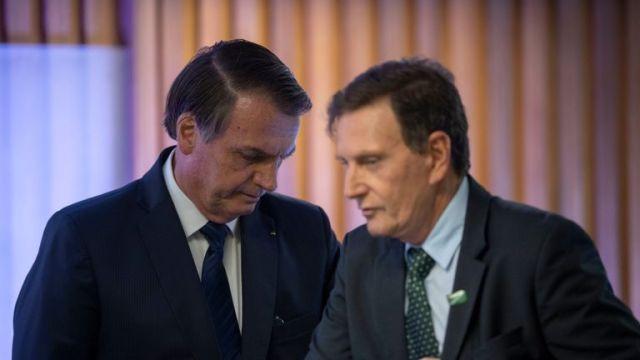 Rio de Janeiro Mayor Marcelo Crivella (R) with President Jair Bolsonaro