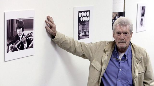 Freeman pictured in Valencia in 2006 next to some of his work