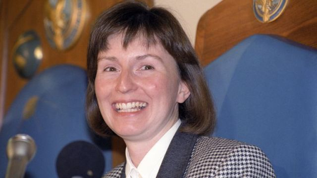 Helen Sharman at a news conference at the Royal Aeronautical Society in London after returning from space in 1991