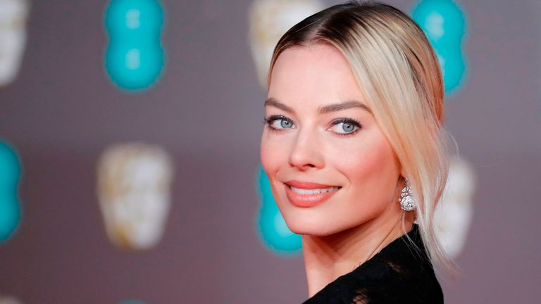 Australian actress Margot Robbie poses on the red carpet upon arrival at the BAFTA British Academy Film Awards at the Royal Albert Hall in London on February 2, 2020. (Photo by Tolga AKMEN / AFP) (Photo by TOLGA AKMEN/AFP via Getty Images)
