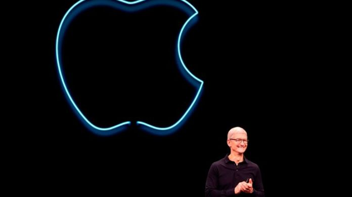 Apple CEO Tim Cook delivers the keynote address at the Apple Developer World Conference (WWDC) in San Jose, California on June 3, 2019. (Photo by Brittany Hosea-Small / AFP) (Le photo credit should read BRITTANY HOSEA-SMALL / AFP via Getty Images)
