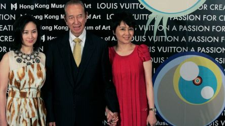 Stanley Ho with daughter Pansy Ho (L) and his wife Angela Leong On Kei