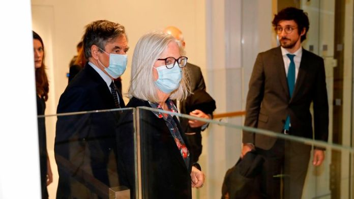 François Fillon (L) and his wife Penelope Fillon arrive in court before their conviction for fraud