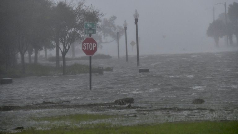 Des inondations dues à l'ouragan Sally sont observées dans Pensacola Les inondations dues à l'ouragan Sally sont observées à Pensacola, Floride, États-Unis, le 16 septembre 2020. Tony Giberson / News-Journal / USA Today Network via REUTERS.