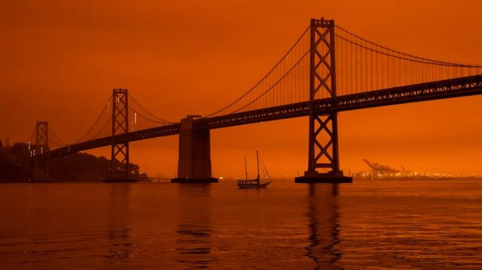San Francisco wildfire blanket in darkness and an orange glow