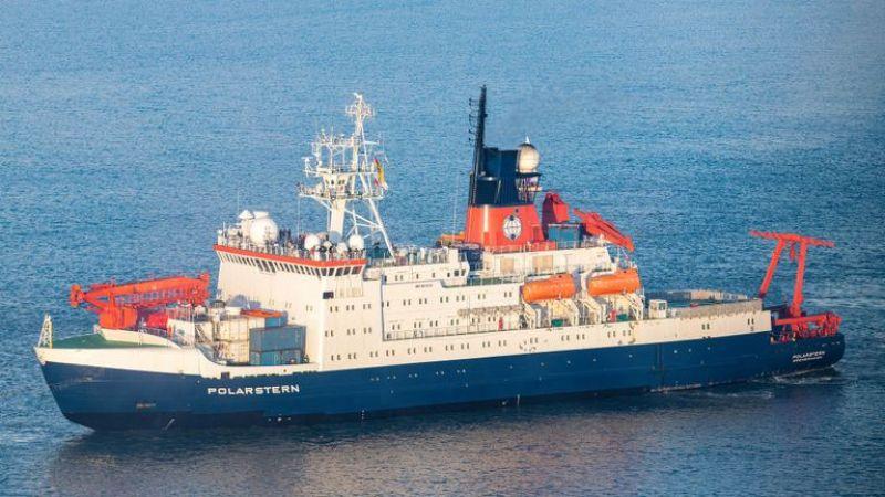 BREMERHAVEN, ALEMANHA - OUTUBRO 12: O navio de pesquisa Polarstern retorna de uma deriva de um ano através do Ártico em 12 de outubro de 2020 em Bremerhaven, Alemanha. O Polarstern, um navio do Instituto Alfred Wegener para Pesquisa Polar e Marinha, tornou-se um Observatório Multidisciplinar para o Estudo do Clima Ártico (MOSAiC), no qual os cientistas estudaram os efeitos do aquecimento do clima nos blocos de gelo do Ártico. (Foto de David Hecker / Getty Images)