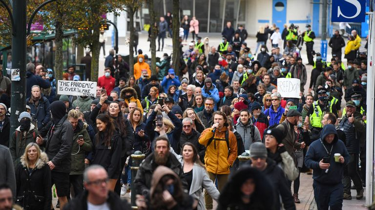 BOURNEMOUTH, ENGLAND - NOVEMBER 21: Anti-lockdown protesters march through the town centre on November 21, 2020 in Bournemouth, England. (Photo by Finnbarr Webster/Getty Images)