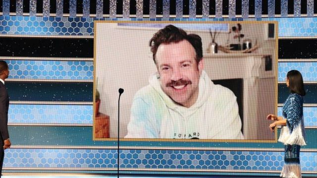 Jason Sudeikis wore a hoodie to appear at the Golden Globes awards