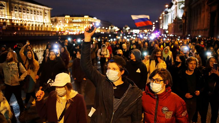 Thousands of people have taken to the streets in support of Alexei Navalny
