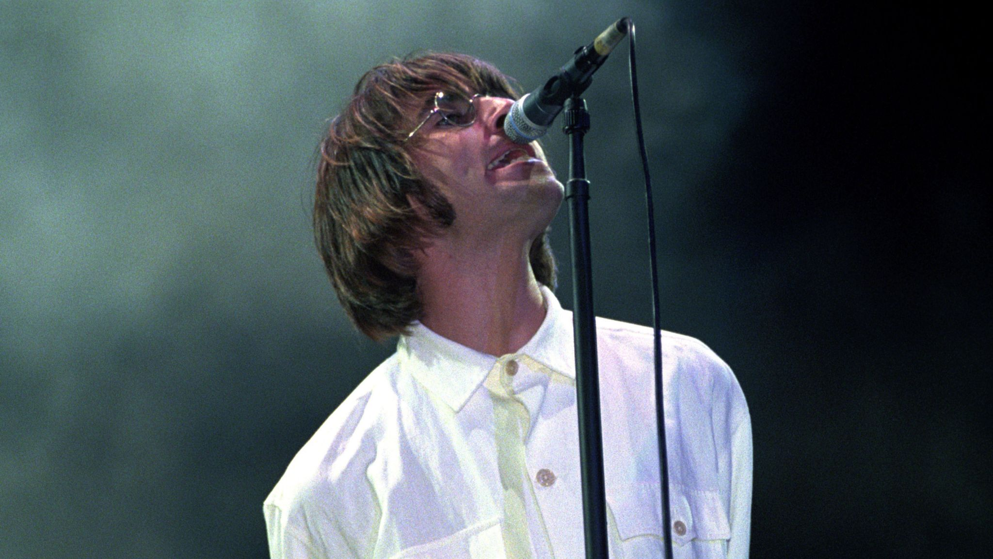 Watch the official trailer for liam and noel gallagher's 'oasis knebworth 1996' documentary: Liam Gallagher announces Knebworth show - a return to the ...