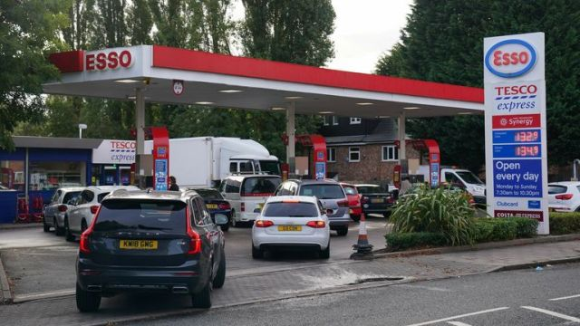Drivers queue for fuel at an Esso petrol station in Bournville, Birmingham. Picture date: Tuesday September 28, 2021.