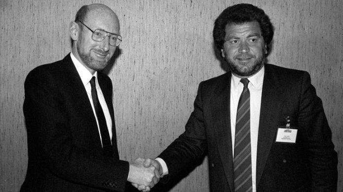 Sir Clive poses with fellow British entrepreneur Alan Sugar in 1986