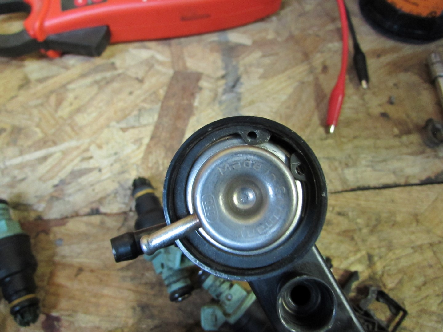 hight resolution of when re installing the new fuel pressure regulator be sure the circlip is properly seated you can check by looking for the tab extruding from the