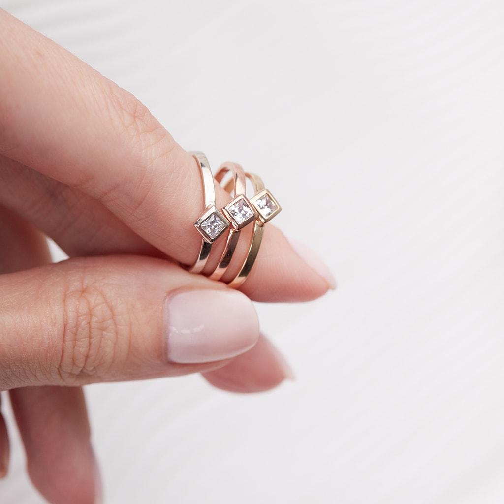 KLENOTA  Ring aus Gelbgold mit einem Diamanten  Ringe Diamant  Schmuck  mit Liebe gemacht
