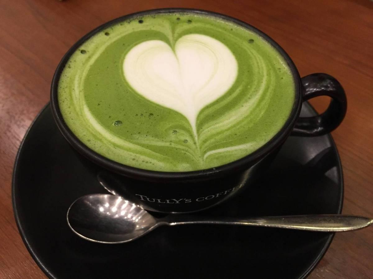 Té verde matcha con corazón