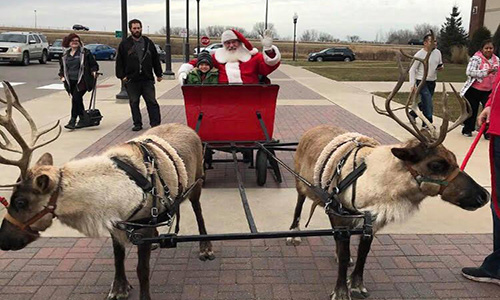 santa and his reindeer at twin cities premium outlets eagan minnesota