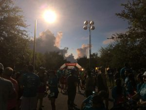 The crowded starting line early Sunday morning at the Parkland Dash in Pine Trails Park. Photo by Nikhita Nookala.