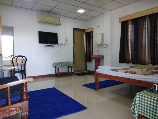 Studio room with AC shower and toilet and Dutta's Residency