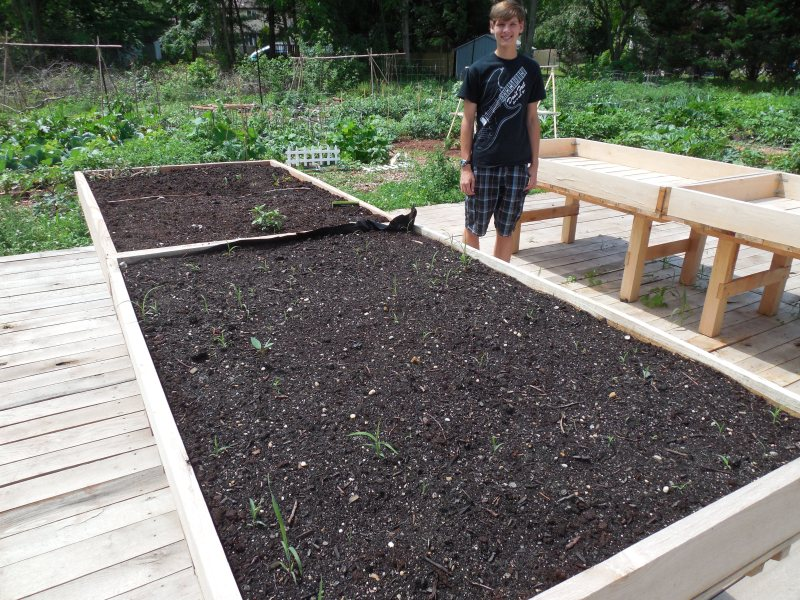 Wheelchair-accessible gardening tables for Community Garden
