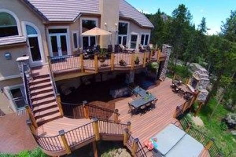 Landing-stairs-with-deck-railing.