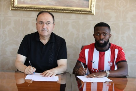 Azubuike Okechukwu poses for a photo will signing his contract with Sivasspor SK