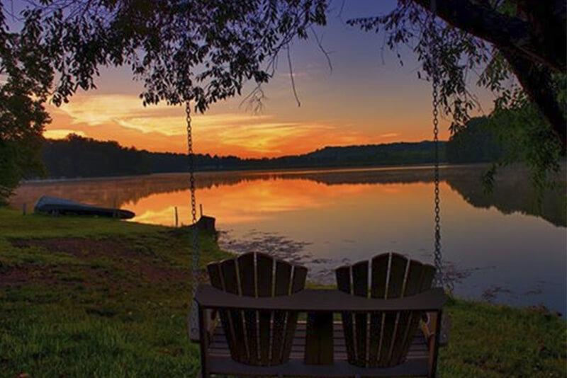 Hocking Hills 2Bedroom Lakefront Cabin  6 Guests  WiFi