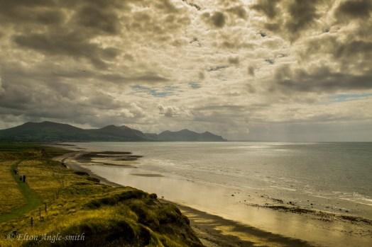 The South end of Dinas Dinlle beach towards Yr Eifl