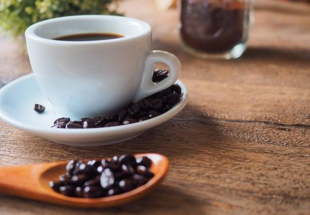 コーヒーかすを再利用するテクノロジーとヴィック・ムニーズの素材を観る目