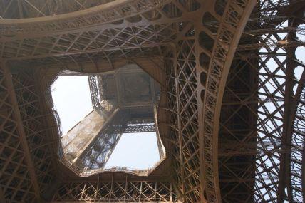 La Tour Eiffel, la belle, en voici son coeur.
