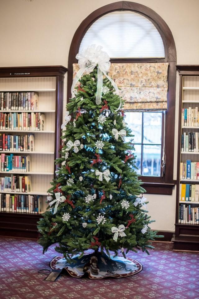 Aurora Public Library Christmas Decor
