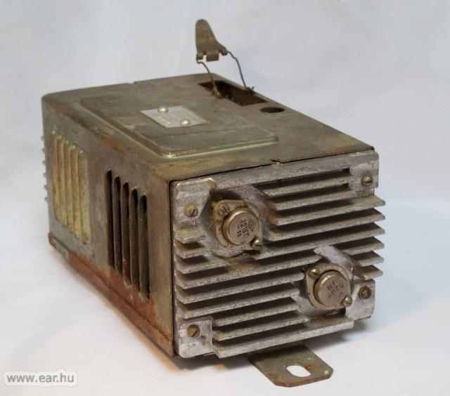 Alig kisebb, alig könnyebb, mint a vibrátoros tápegység, de ez már modernebb, tranzisztoros kivitelű