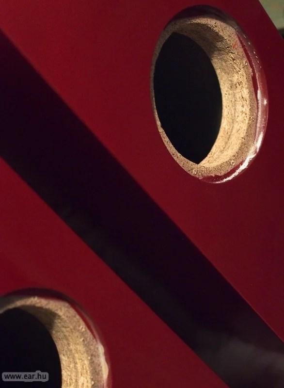 Valami Mazda piros