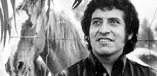 Victor Jara, not letting the barbed wire get him down.
