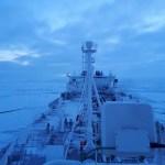 Два новых танкера пересекают Арктику в середине зимы