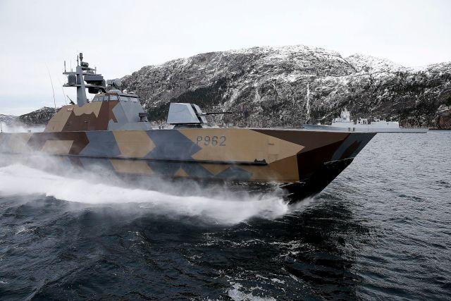 Норвежский моторный катер KNM Skudd на учениях НАТО в Арктике