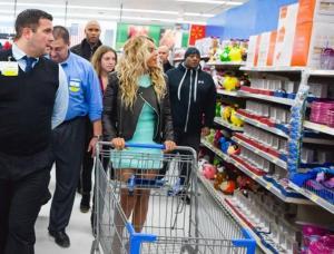 Beyonce at Walmart2