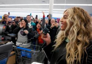 Beyonce at Walmart3