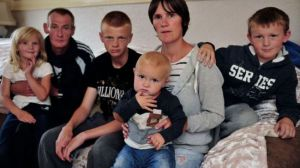 343705_Britain-poor-family