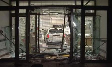 Two Arrested After Mag Mile Smash-and-Grab Burglary At Neiman Marcus Store