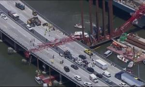 Huge Crane Collapses Onto New York Tappan Zee Bridge; 2 Injured