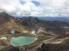 On the crossing we passed by the Emerald Lakes, a series of mineral lakes. In the background you can see some steam vents caused by the heat of the active volcano.
