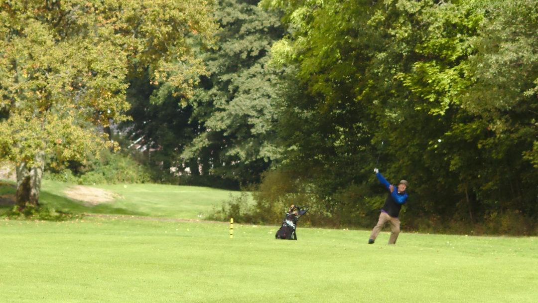 Morten Hefte lar ingenting være uprøvd i jakten på den perfekte golfsving!