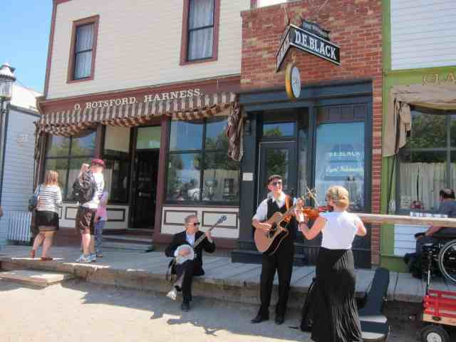 street performers at prairie town