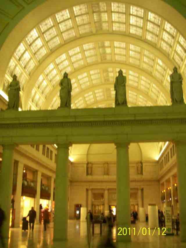 A bonus for visiting Washington, DC by bus is to being able to visit the Union Station and admire its spectacular architectural style