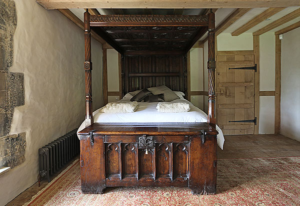 Tudor Style Oak Four Poster Bed In 13th Century Manor House
