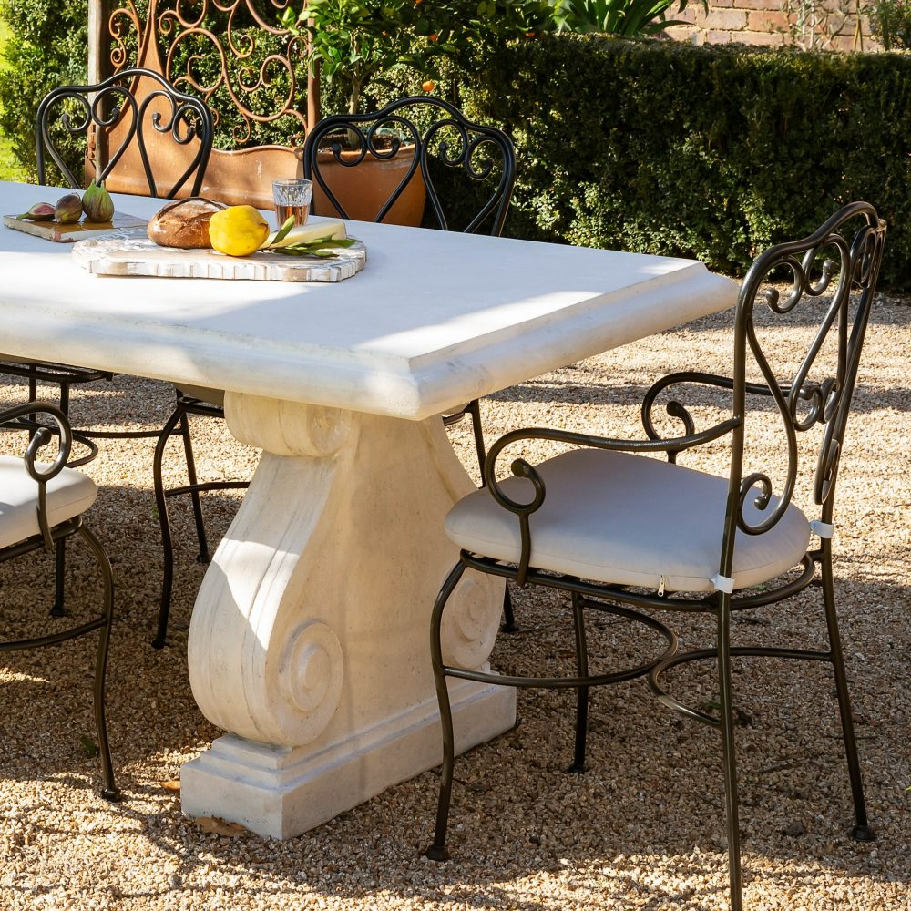 Entertain outdoors in style with 'The Great Entertainers'