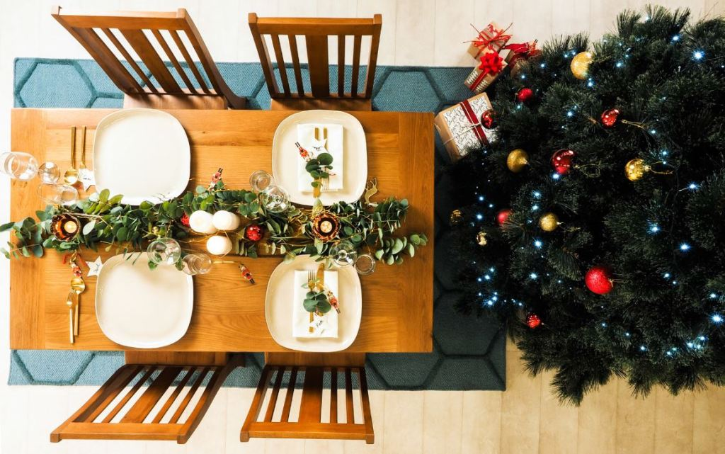 Julia Green's Perfect Christmas Table with the Oak Hill